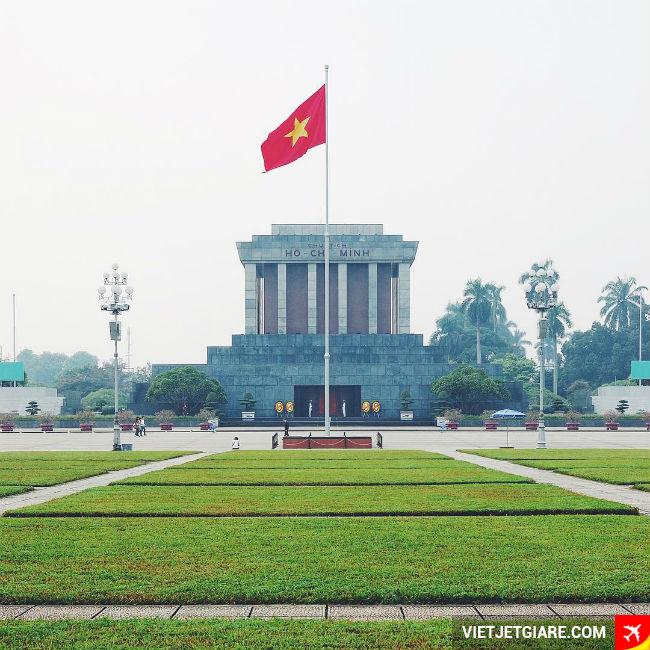Lăng chủ tịch Hồ Chí Minh- Vé máy bay đi Hà Nội