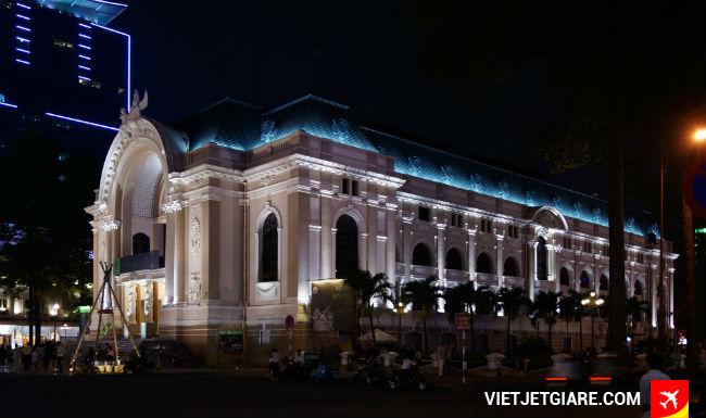 Nhà hát lớn- Địa điểm ghé thăm khi bay đến Sài Gòn TP HCM