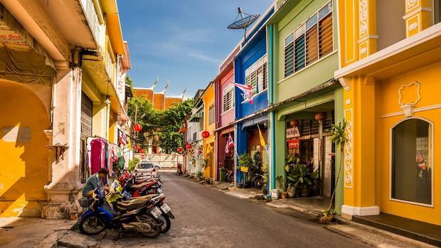 Săn vé rẻ đi Phuket ghé thăm thị trấn