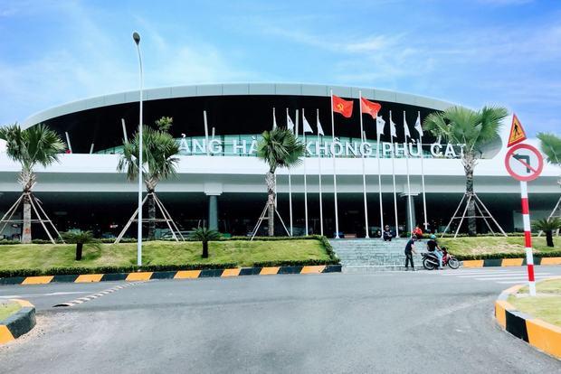 Sân bay Phù Cát được xây dựng hiện đại, khang trang phục vụ khách du lịch