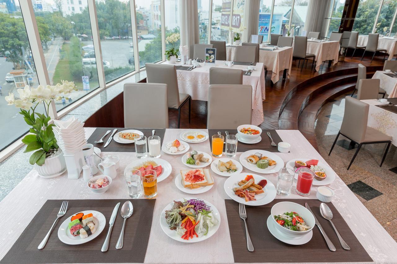 Nhà hàng tại Khách sạn Mường Thanh Luxury sông Hàn